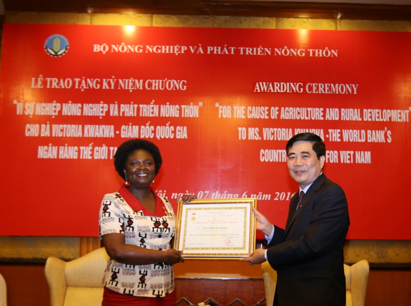 The Ministry of Agriculture and Rural Development recognizes the contribution of the World Bank's Country Director for Viet Nam, USAID Viet Nam's Mission Director and FAO Viet Nam's former ECTAD Program Senior Technical Coordinator